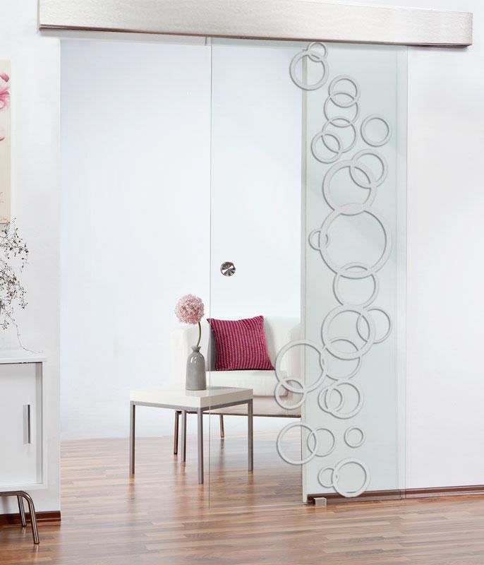 Eine Glasschiebetür ist nicht nur für den modernen Wohnstil optimal.