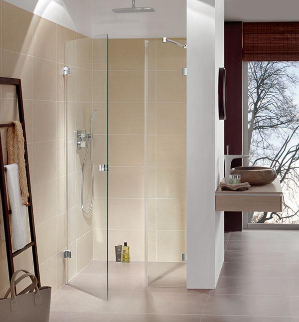 moderne Konzept von frei stehenden Duschen